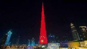 中国红照亮迪拜夜空 世界最高楼开启最炫灯光秀三门峡
